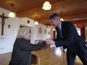BM Schmid gratuliert Barbara reichinger